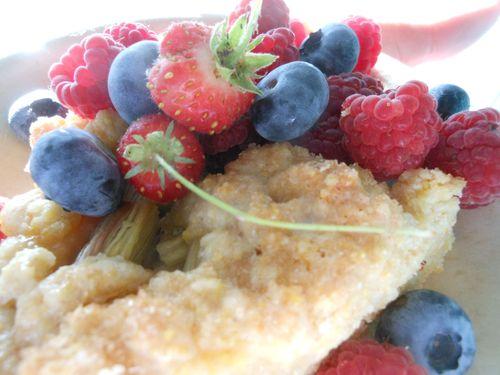 Polenta cake and berries